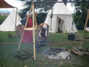2 tente et feu  campement