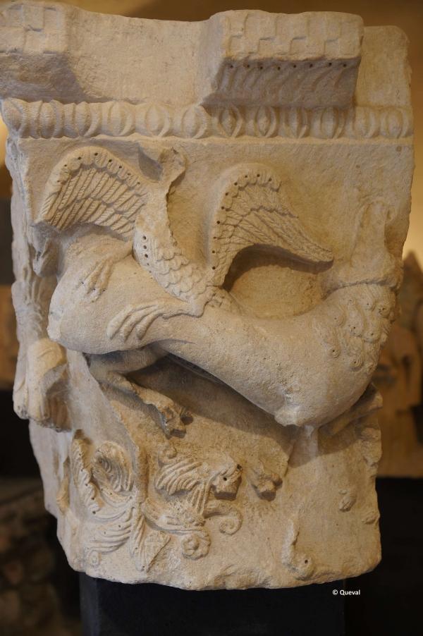 chapiteau lion dragon XII